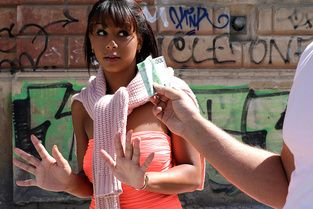 Tanned Honey Gets Picked Up Video & Isabella Christyn - Public Pick Ups