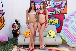 Swallowed - Emily Willis, Paige Owens Dick Thirsty Divas