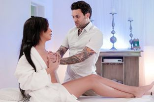 FantasyMassage - Aaliyah Hadid Not Her Regular Masseur