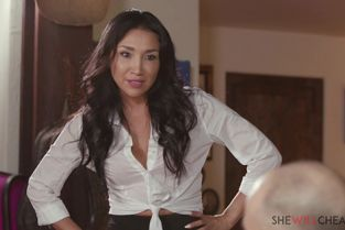 SheWillCheat - Vicki Chase Sexy Latina Vicki Chase cheats on her worthless husband right in front of him