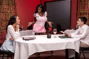 Alexis Tae, Mystique Giving Tips To Get A Tip MomsInControl