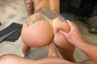 BangRoadSideXXX - Lilith Morningstar Fucks Some Dick For A Discount