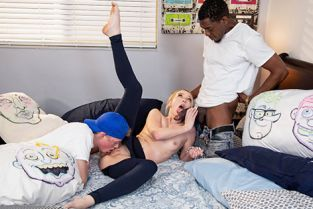 RealityKings - Dixie Lynn Pillow Fight Overload RKPrime