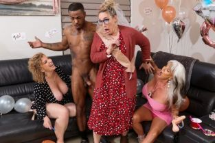 Sara Jay, Sally D'Angelo Double Dip On The Magic Stick MilfsLikeitBig