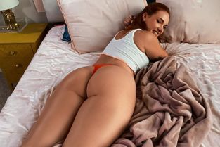 Siri Dahl Siri Gets Caught And Fucked By Her Roomie DayWithAPornstar