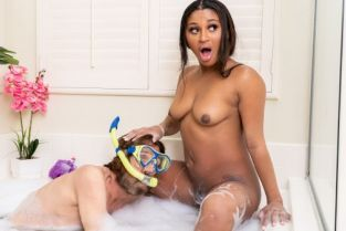 Steve Holmes, Sommer Isabella Bubble Bath Self-Care With Cock